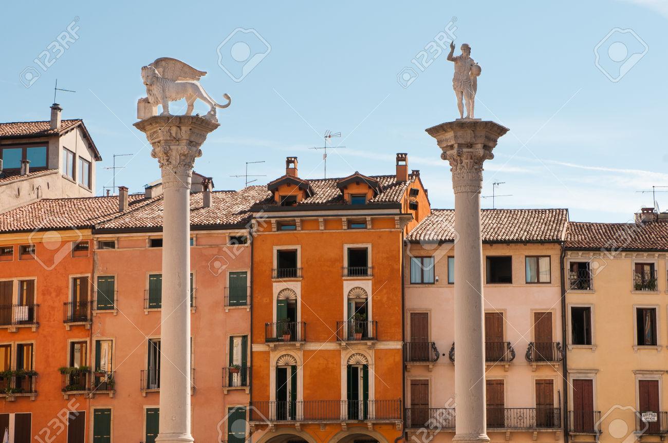 la-colonna-con-il-leone-di-san-marco-in-piazza-dei-signori-a-vicenza